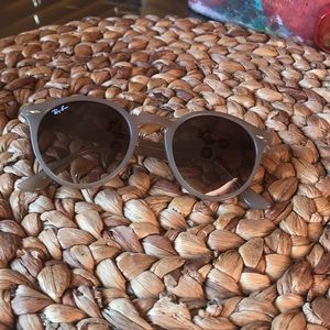 Accessories - Woman's ray bans